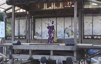 祇園屋台で踊る舞子さん