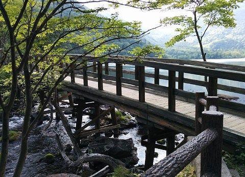 湯ノ湖から湯滝になる所にある橋