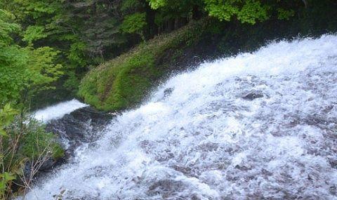 夏の湯滝滝上