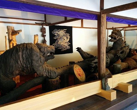 虎と龍の像