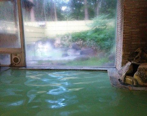 内湯から見える露天風呂