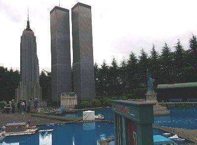 自由の女神と摩天楼