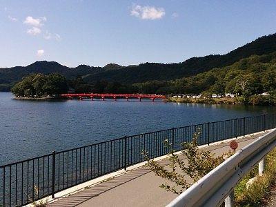 赤城神社に向かう湖畔の遊歩道