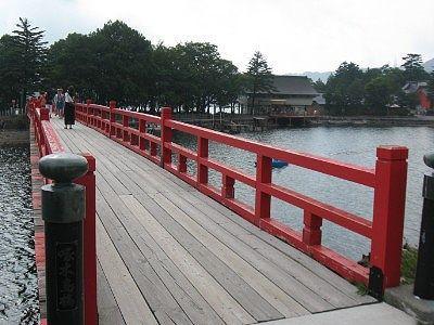 小鳥が島への赤い橋