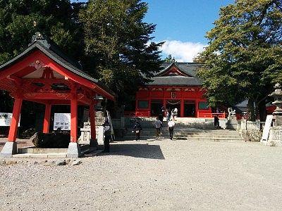 手水舎と拝殿