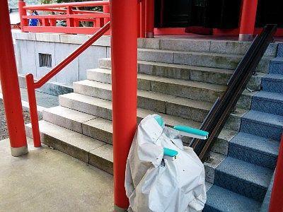階段横のリフト