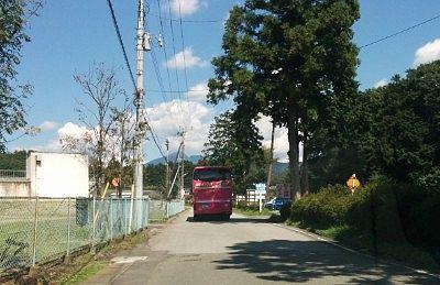 巨大迷路パラディアム前の道路