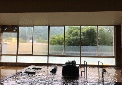 見晴らし大浴場「清流の湯」の様子