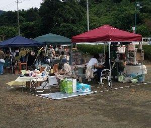 フリーマーケットのテント店