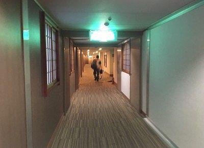 客室へ向かう通路
