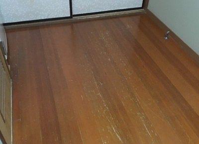 部屋の床の擦れ