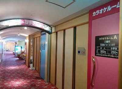2階カラオケルーム