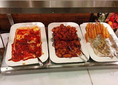 鶏のトマト煮込み、鶏のから揚げ、エビフライ