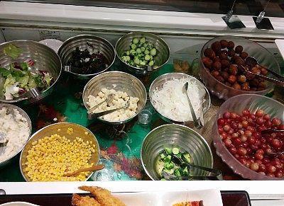 サラダの野菜、フルーツ