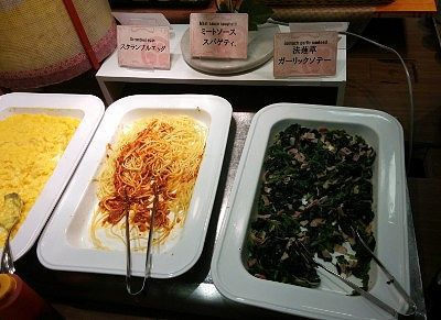 ほうれん草ガーリックソテーとミートソーススパゲティ