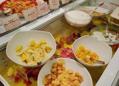 ヨーグルトや杏仁豆腐、カポスゼリーやフルーツ