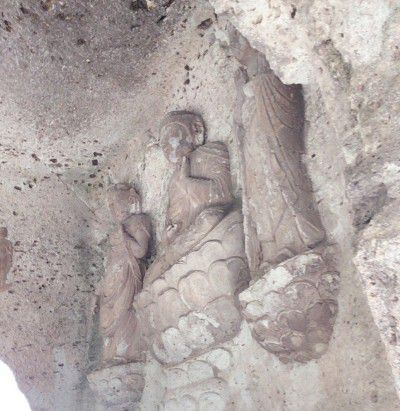 岸壁に彫られていた仏様