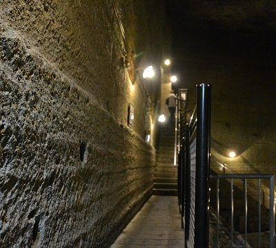 幅の狭かった階段の様子