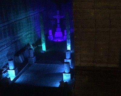 地下空間にあった十字架