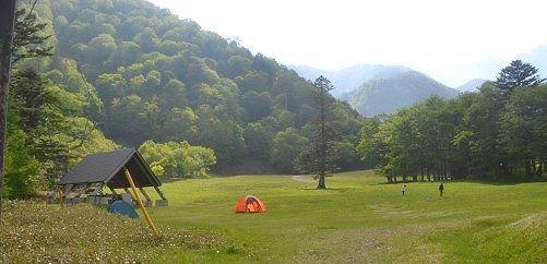 夏のスキー場はキャンプ場