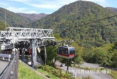 谷川岳山岳資料館前でロープウェイの発着風景2