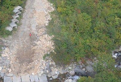 ゴンドラの下に見えた登山道