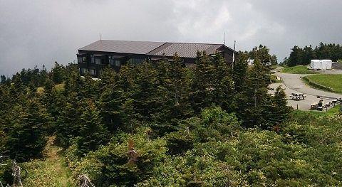横手山頂ヒュッテの外観